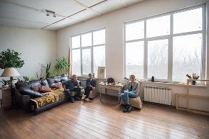 В мастерской Валерия и Инны Цукахиных ©Фото Елены Синеок, Юга.ру
