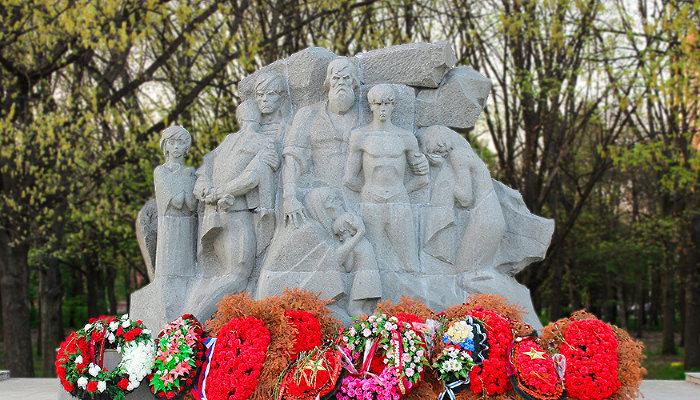 Памятник жертвам фашистского террора ©Фото Динара Бурангулова, Юга.ру