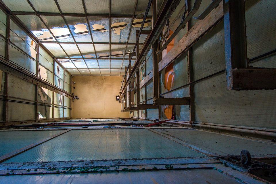 ВСочи в высотном доме сорвался лифт сдетьми