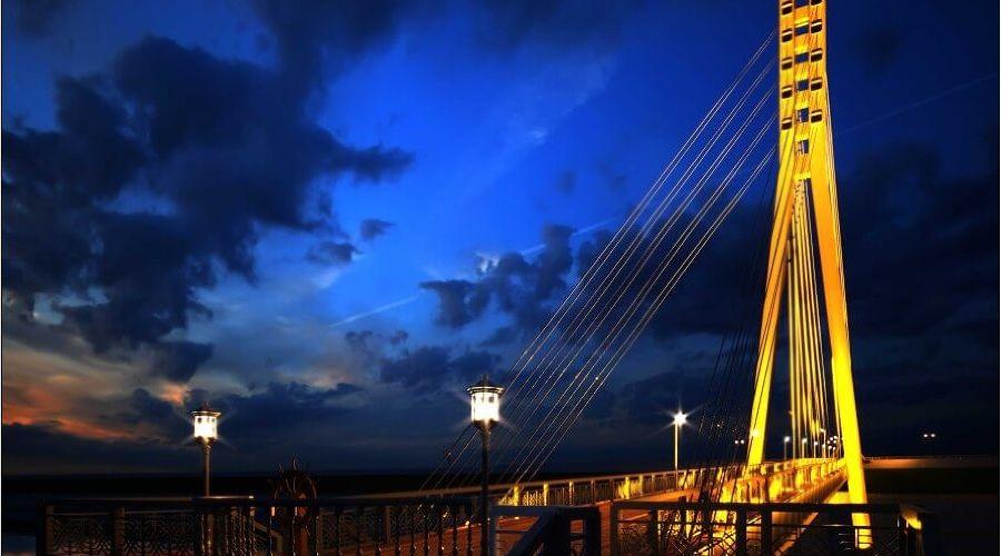 Мост влюбленных в Тюмени ©Фото с сайта toptyumen.ru