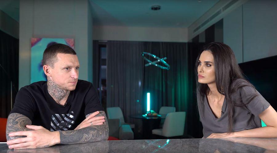 Павел и Алана Мамаевы ©Скриншот из видео youtu.be/DY_xn-VtJ3s?t=114