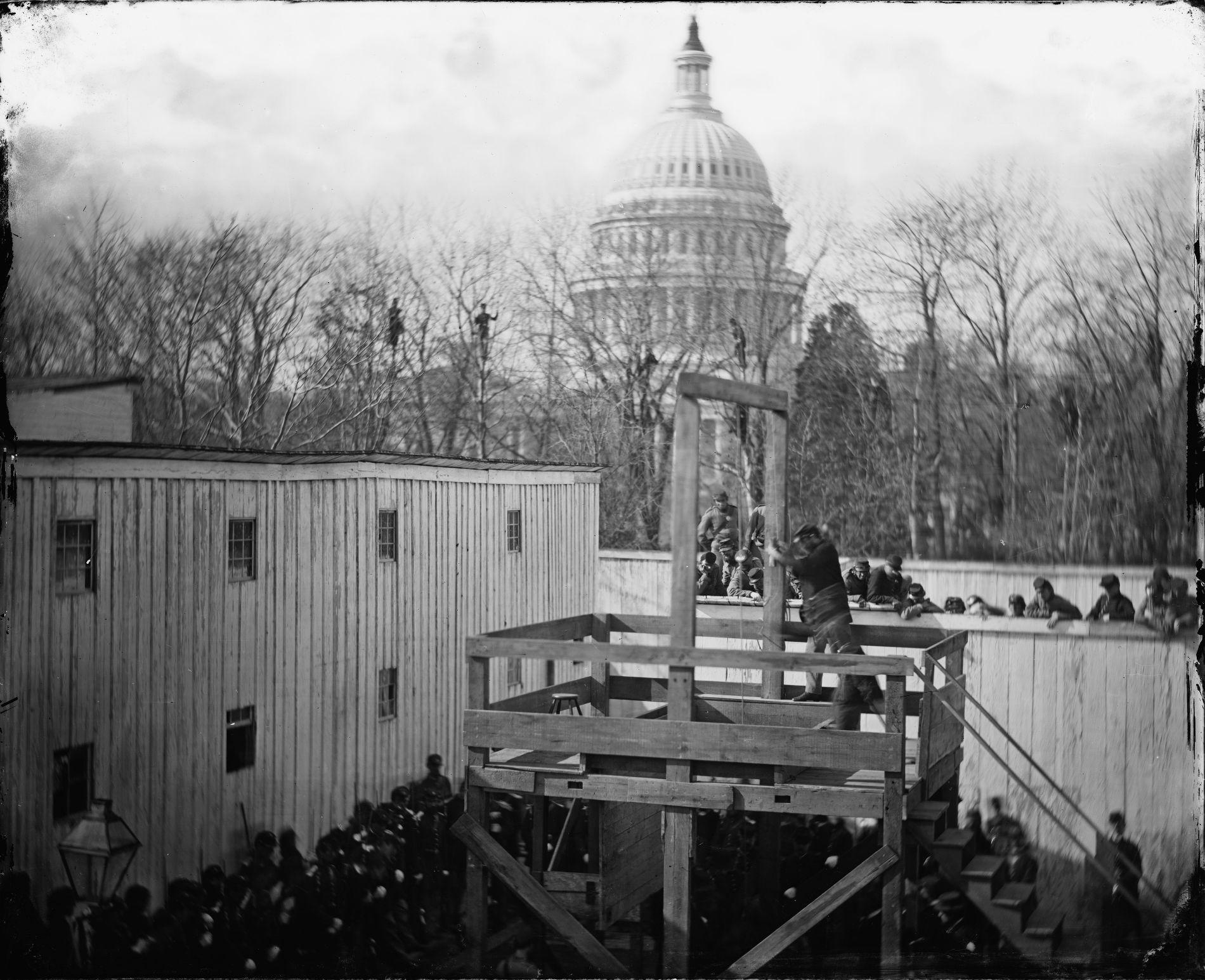 Виселица на фоне Капитолия, Вашингтон, 10 ноября 1865 года ©Фото с сайта wikimedia.org