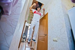 "Представители строительной компании ""Родина"" дарят квартиру Арсену Галстяну ©http://rodina-kuban.ru/"