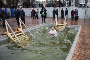 Крещенские купания в Краснодара ©Фото Елены Синеок, Юга.ру