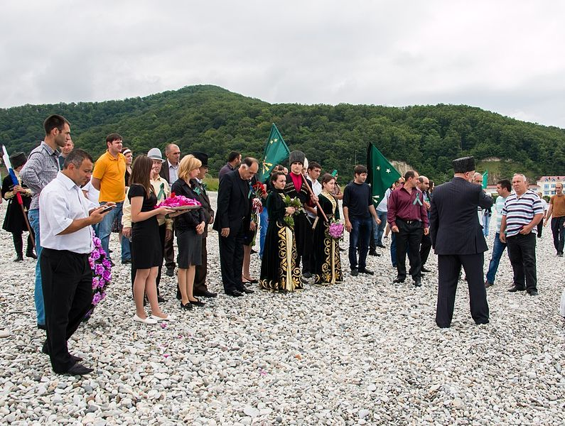 Митинг-реквием адыгов на Черноморском побережье в Туапсинском районе ©Фото с сайта commons.wikimedia.org