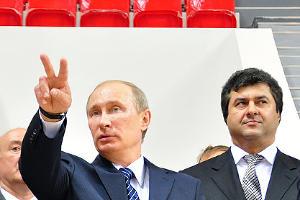 "2011 год в фотографиях. Владимир Путин в краснодарском ""Баскетхолле"" ©http://www.yuga.ru/photo/687.html"