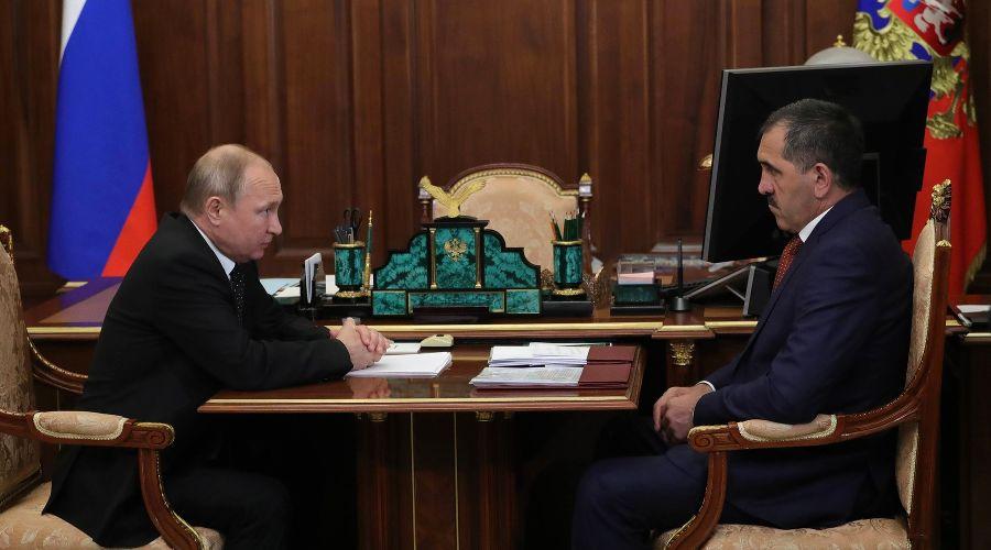 Владимир Путин и Юнус-Бек Евкуров ©Фото с сайта kremlin.ru