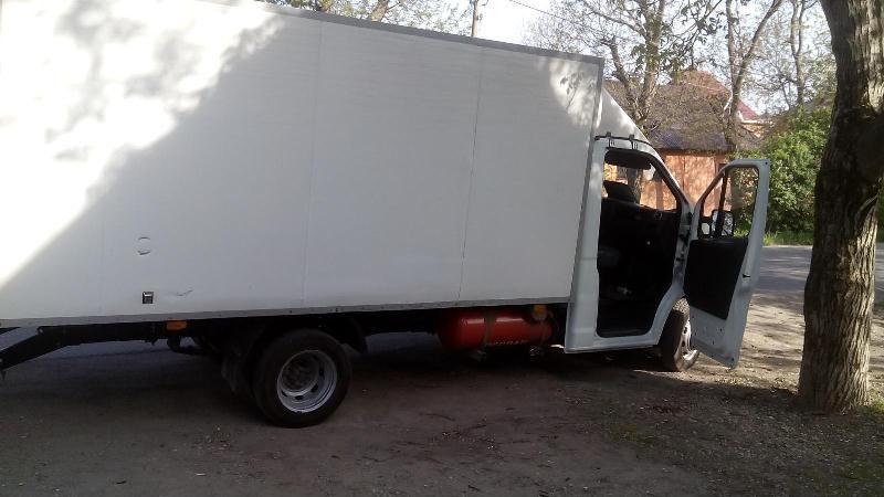 ВПятигорске фургон сбил 13-летнюю девочку