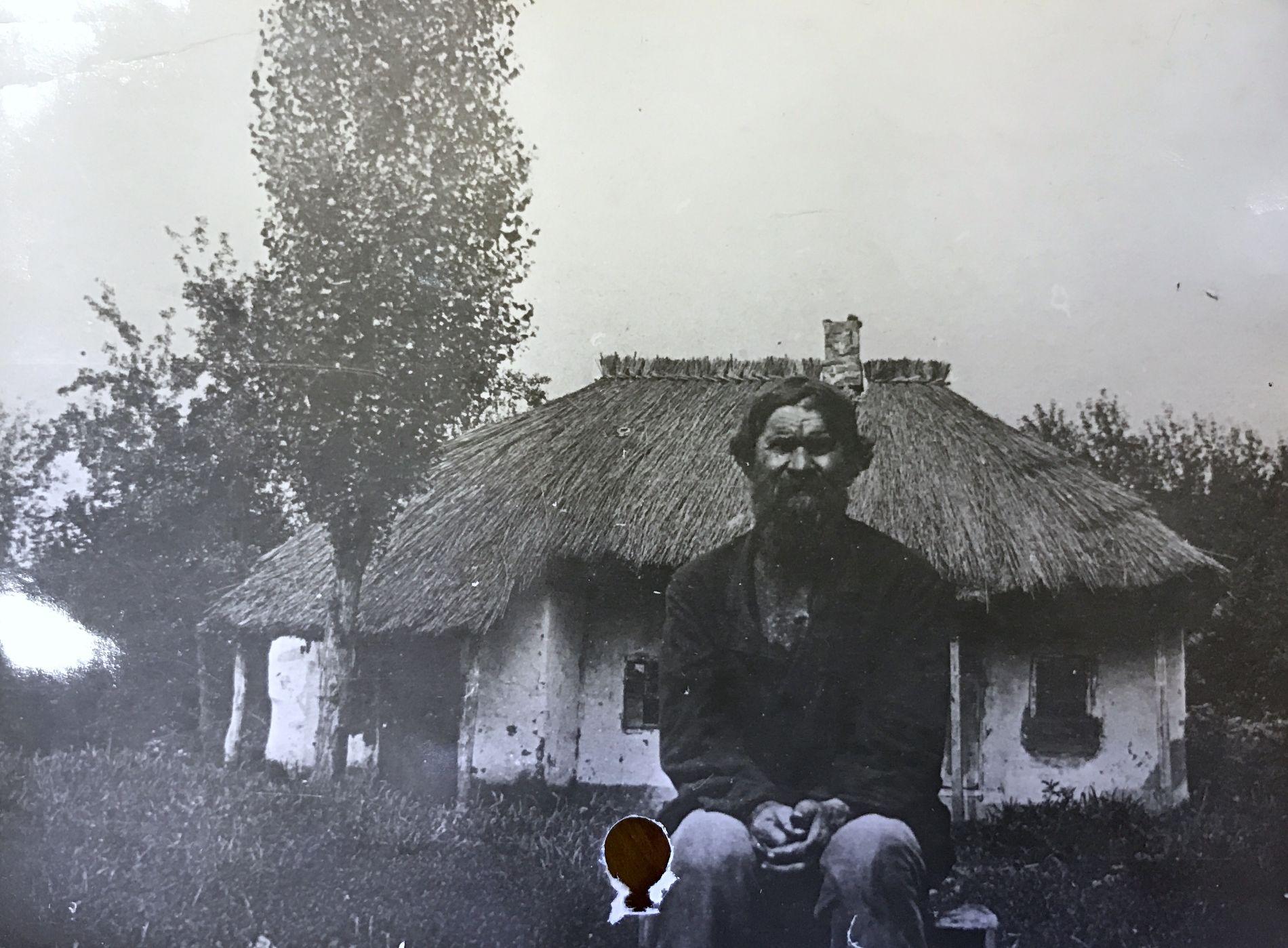 Кубанский крестьянин-батрак, дореволюционное фото ©Краевой государственный архив