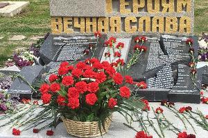 Разбитый мемориал ©Фото ресурса Crimean Tatars, https://www.crimeantatars.club