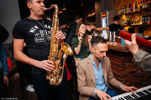 Джазовый четверг в баре «Зерно», саксофонист Юрий Красильников, пианист Владимир Шубин ©Фото Николая Владимирова