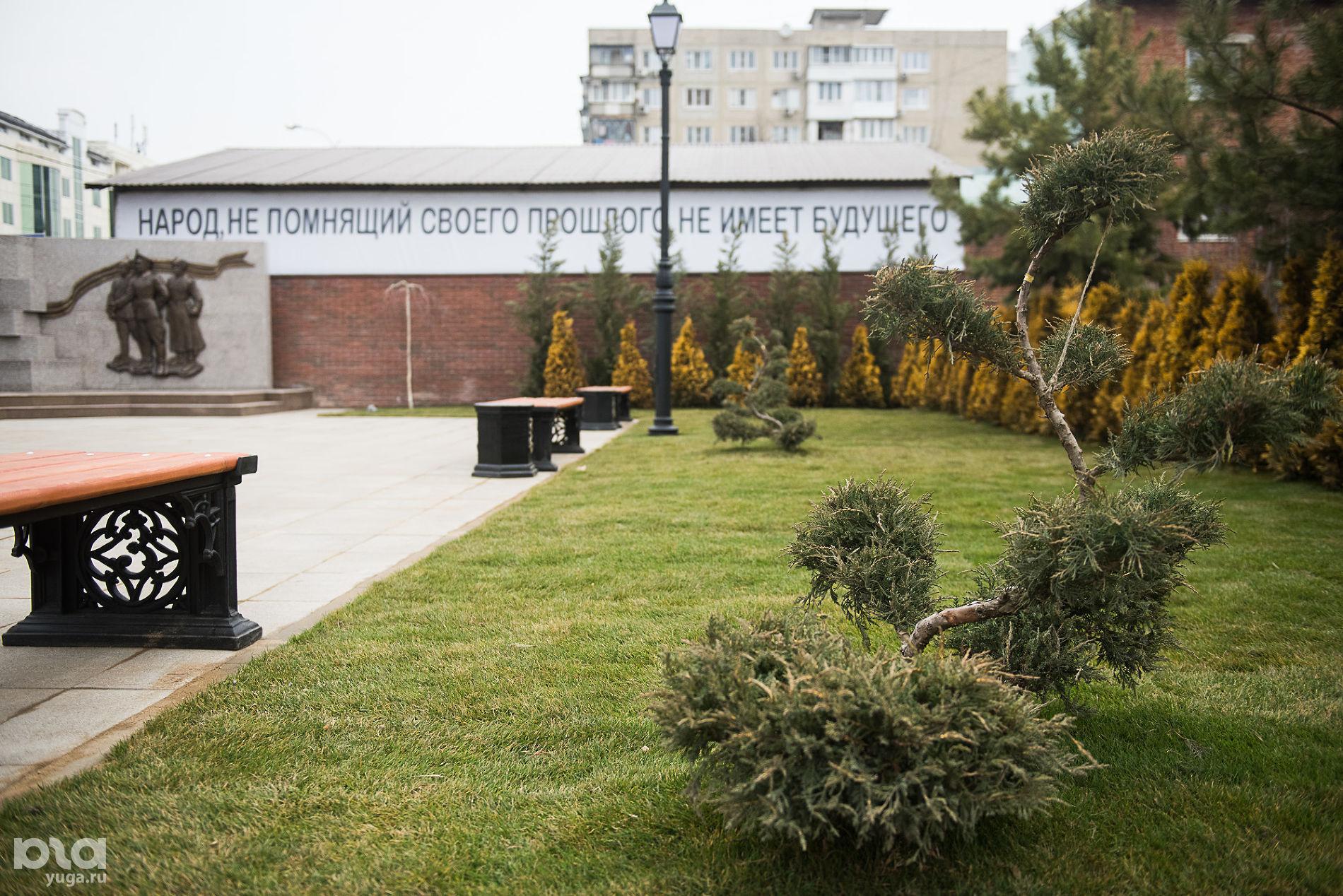 Мемориальный комплекс «Расстрельный угол» на Всесвятском кладбище ©Фото Елены Синеок, Юга.ру