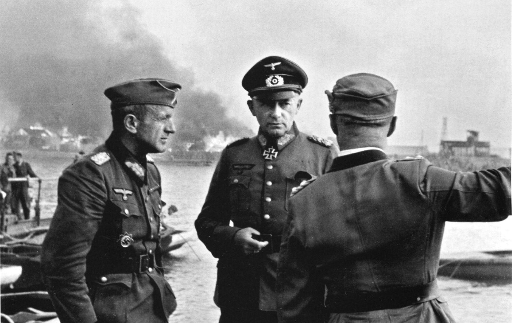 Генералы Р. Руофф и Э. Клейст в Ростове-на-Дону, июль 1942 года ©Фото с сайта waralbum.ru