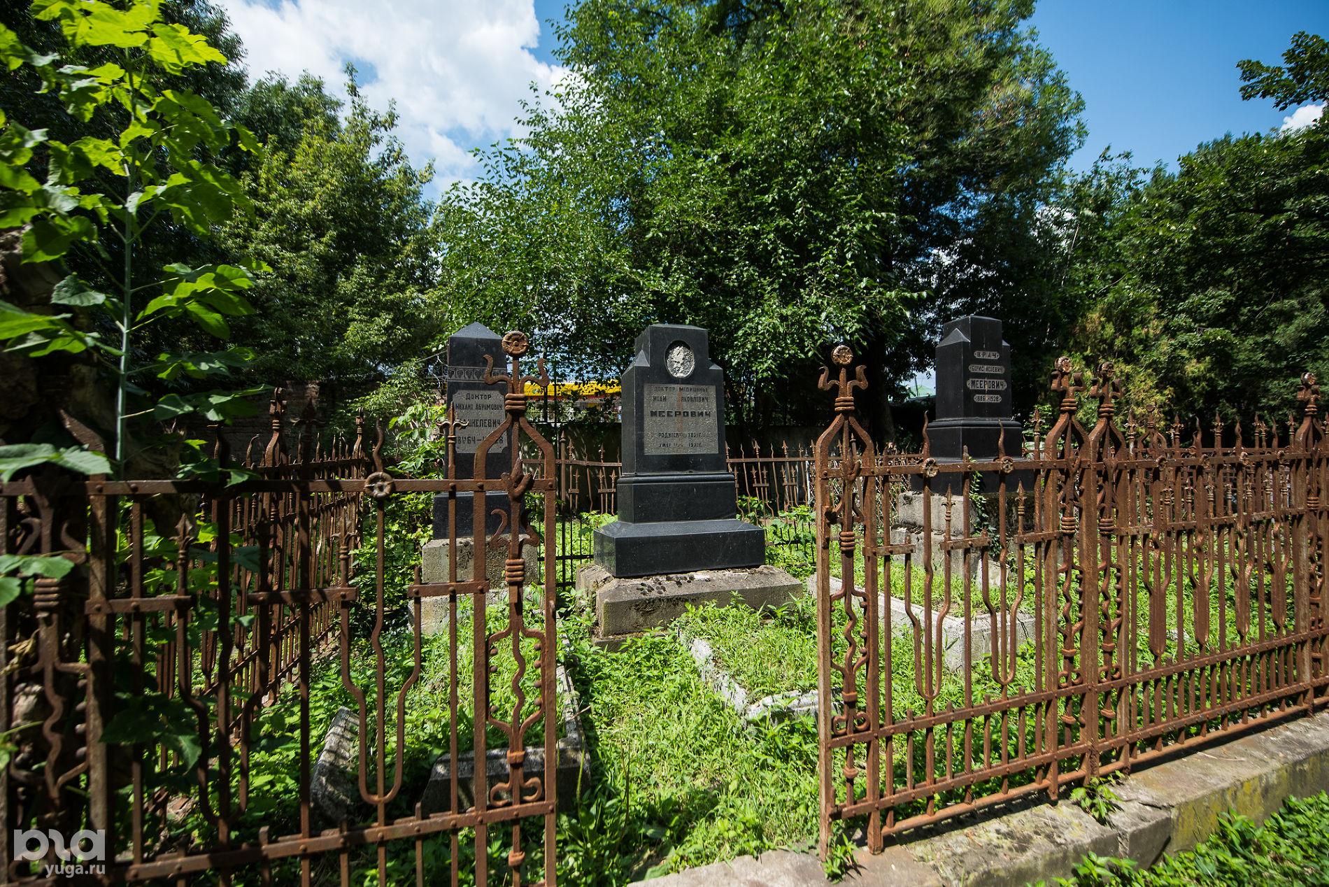 Еврейское кладбище Краснодара. Могила Исая Мееровича ©Фото Елены Синеок, Юга.ру