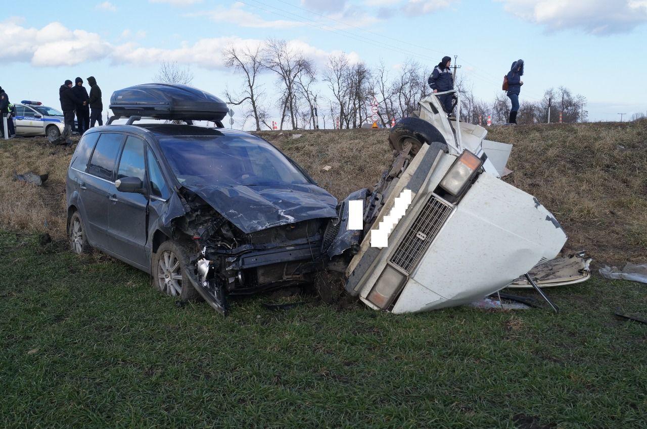 Подросток и мужчина погибли в ДТП на Кубани