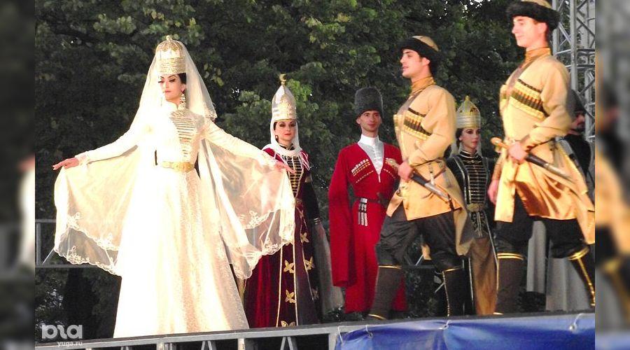 День национального костюма в Адыгее ©Елена Малышева, ЮГА.ру