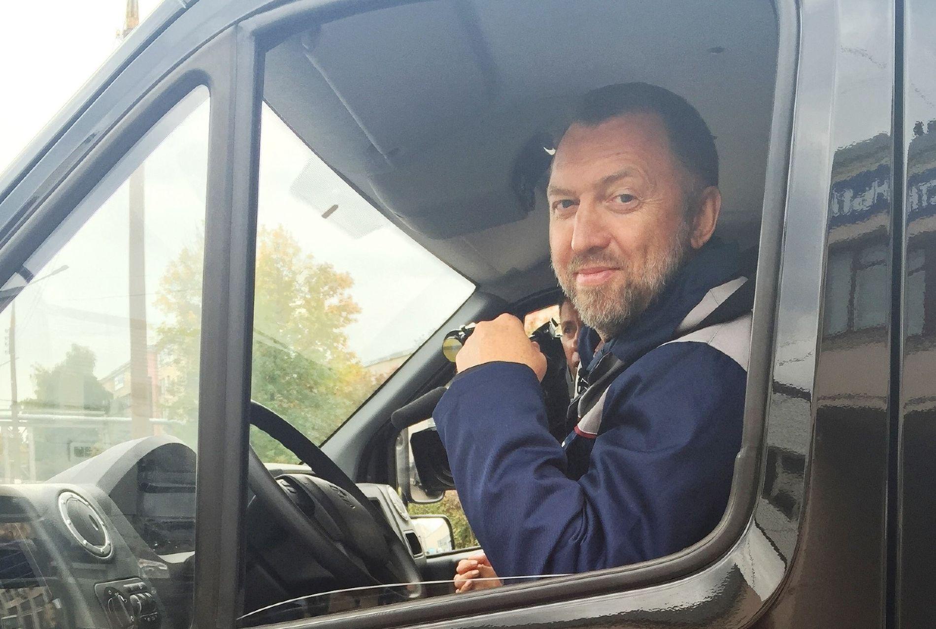 За рулем нового грузовика «ГАЗон NEXT» ©Фото пресс-службы компании «Базовый Элемент»
