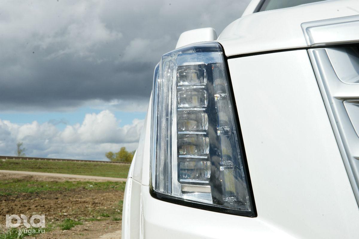 Cadillac Escalade ©Фото Евгения Мельченко, ЮГА.ру