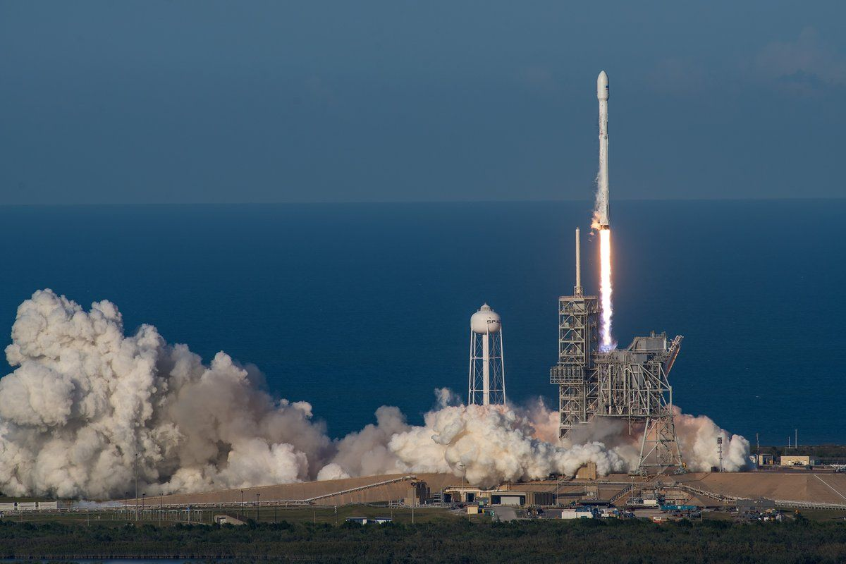 SpaceX Илона Маска сделала революцию вкосмической области