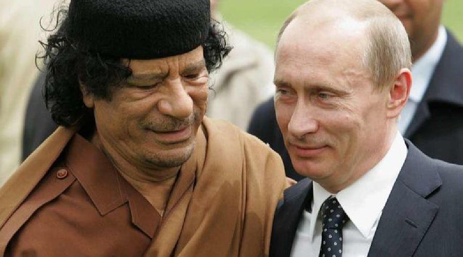 Муаммар Каддафи и Владимир Путин. Фото: AFP/Getty Images ©Фото Юга.ру