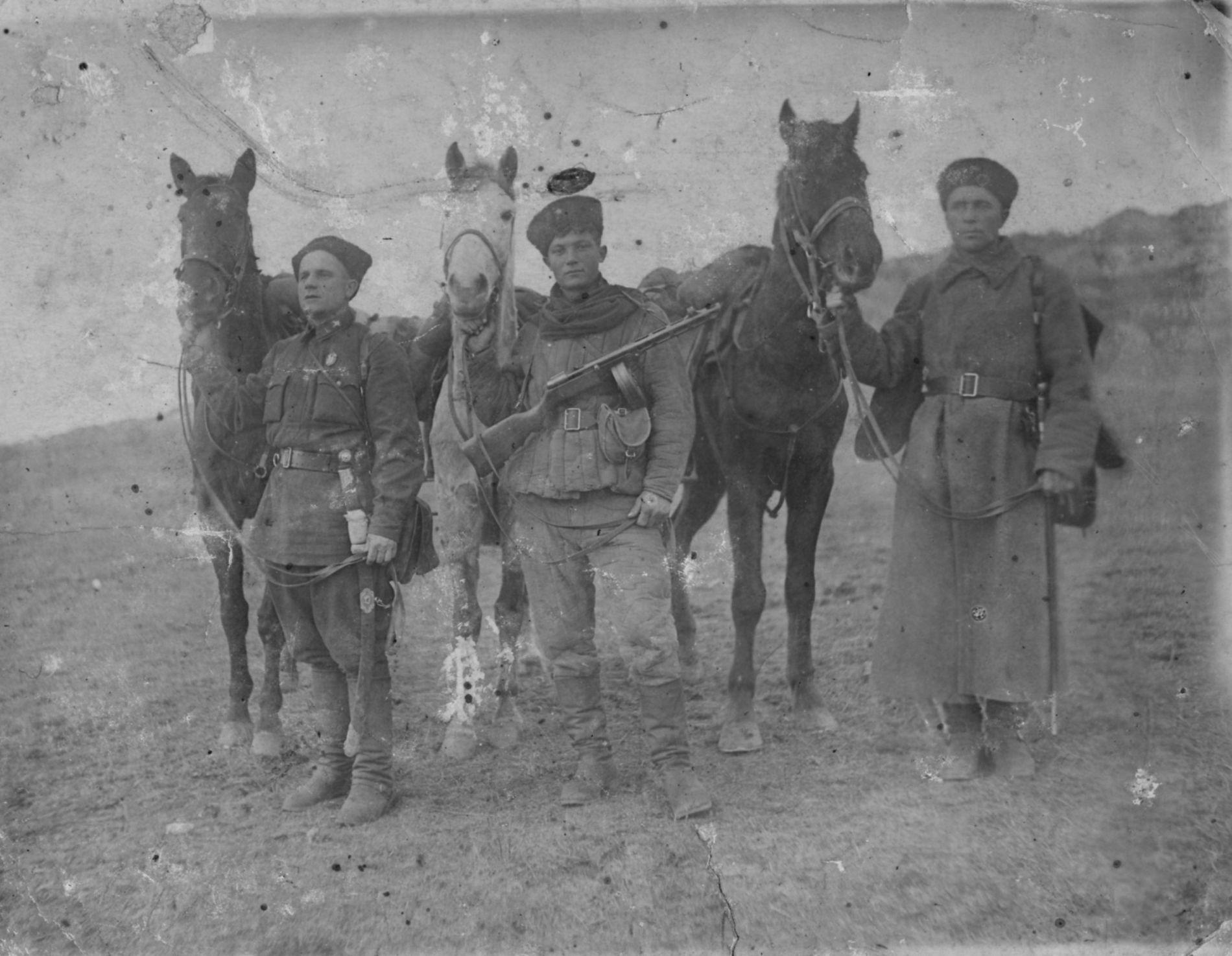 Казаки 72-й кавалерийской дивизии. Крым, 1942 год