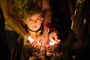 """Акция """"Свеча памяти"""" в Ставрополе ©Александр Стромин, ЮГА.ру"""