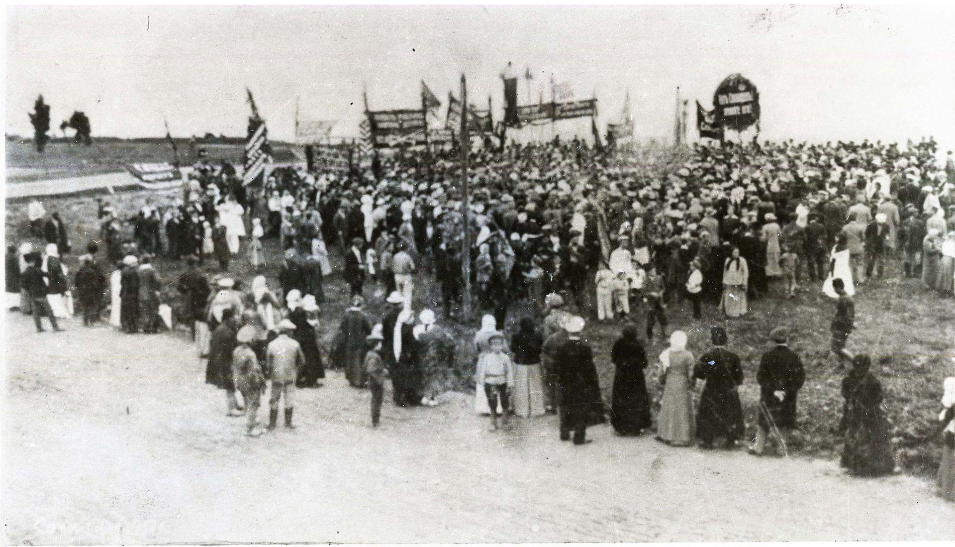 Первомайская демонстрация в Сочи, 1917 год ©Архив музея истории города-курорта Сочи