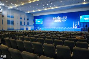 Самый большой конференц-зал в медиацентре, рассчитанный на 400 человек ©Елена Синеок, ЮГА.ру