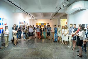 """Выставка учеников школы Елены Суховеевой """"Внутри-снаружи"""" открылась в Краснодаре ©Елена Синеок, ЮГА.ру"""