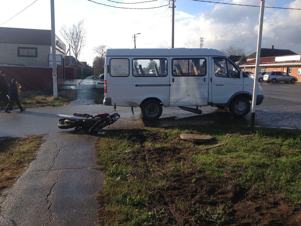 Нетрезвый мотоциклист протаранил машину скорой помощи вКореновске