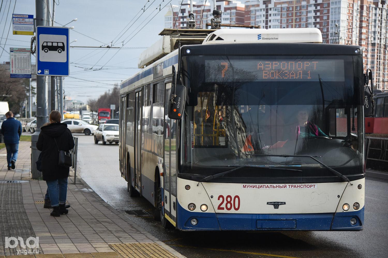 Троллейбус ©Фото Елены Синеок, Юга.ру