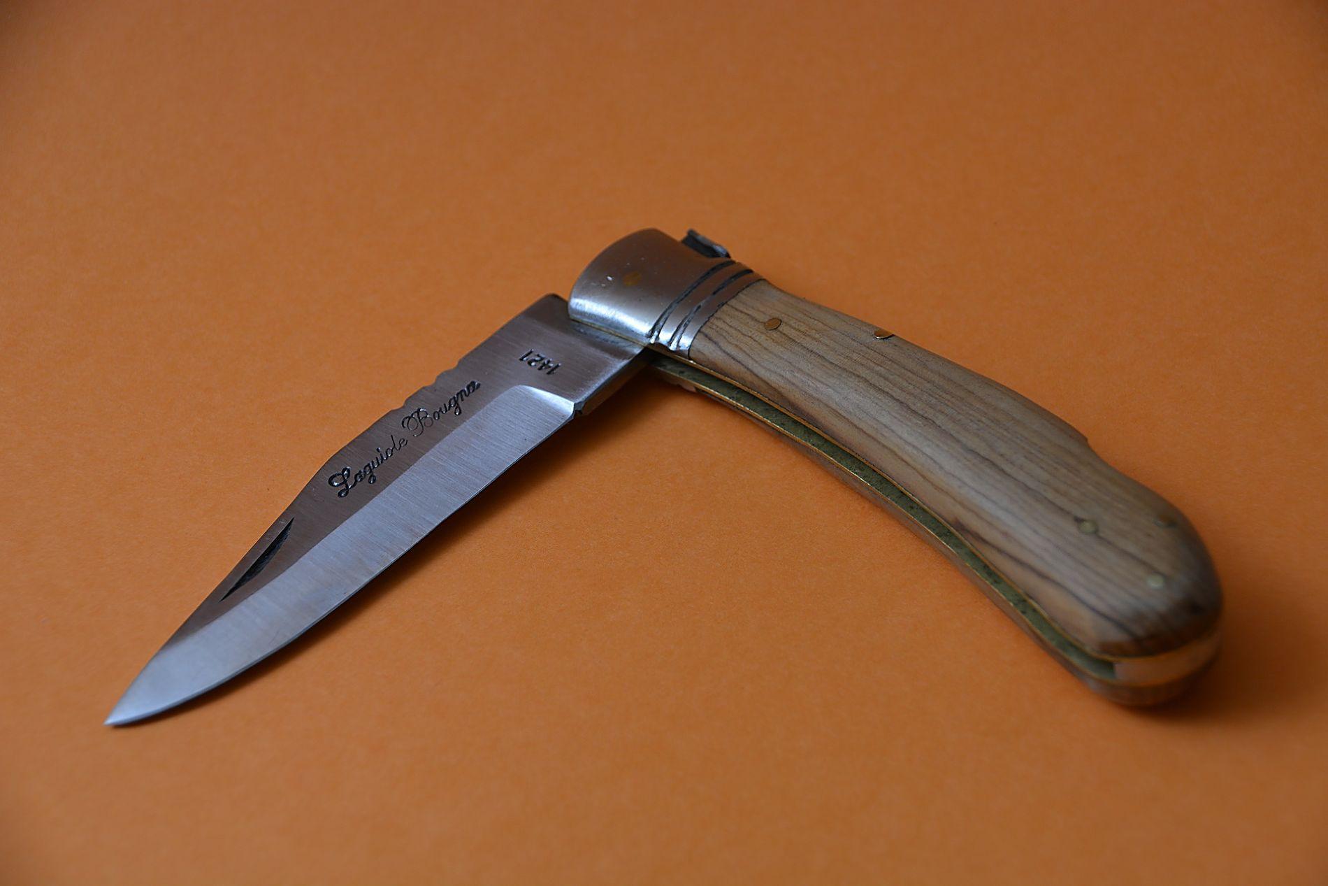 НаСтаврополье мужчина вонзил нож вспину 15-летней девочке