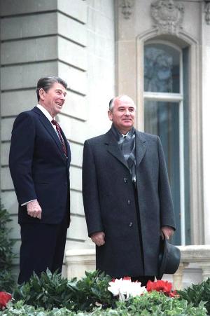 Михаил Горбачев и Рональд Рейган, 1985 год. Фото пресс-службы Белого Дома США