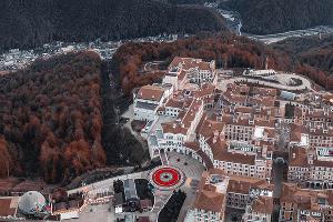 Роспись Покраса Лампаса на площади «Курорта Красная Поляна» ©Фото Дениса Бычковского
