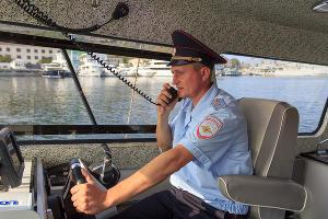 Транспортная полиция патрулирует прибрежные воды Севастополя ©Фото пресс-службы УТ МВД России по ЮФО
