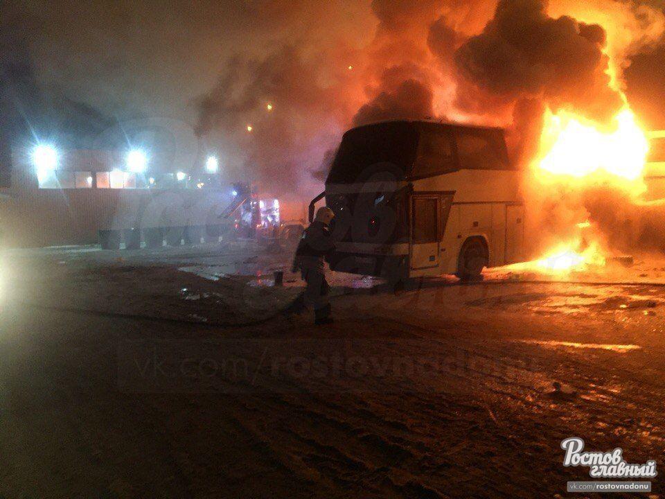 Навидео попал загоревшийся наавтовокзале Ростова автобус