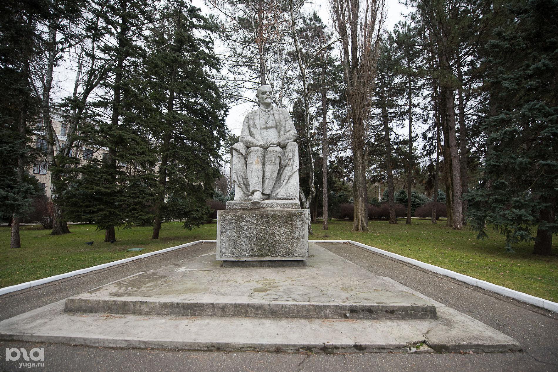 Памятник Ленину на территории КубГАУ ©Фото Елены Синеок, Юга.ру