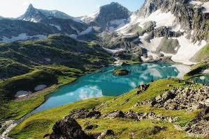 Озеро Безмолвия (Большое Имеретинское) ©Фото пользователя Synaps-s, commons.wikipedia.org по лицензии CC BY-SA 4.0