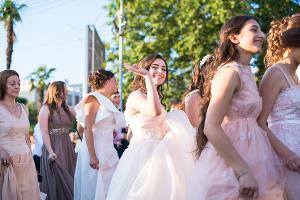 Шествие выпускников в Сочи ©Нина Зотина, ЮГА.ру