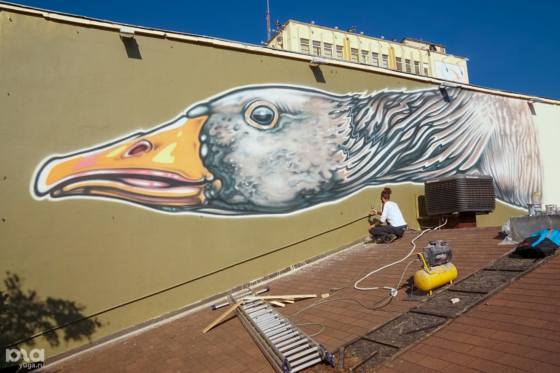 Процесс работы над фасадом ресторана Gray Goose ©Фото предоставлено Сашей Maslo