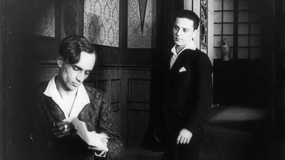 Кадр из фильма «Не такой, как все» (реж. Рихард Освальд, 1919 г.) ©Фото предоставлено ЦСИ «Типография»