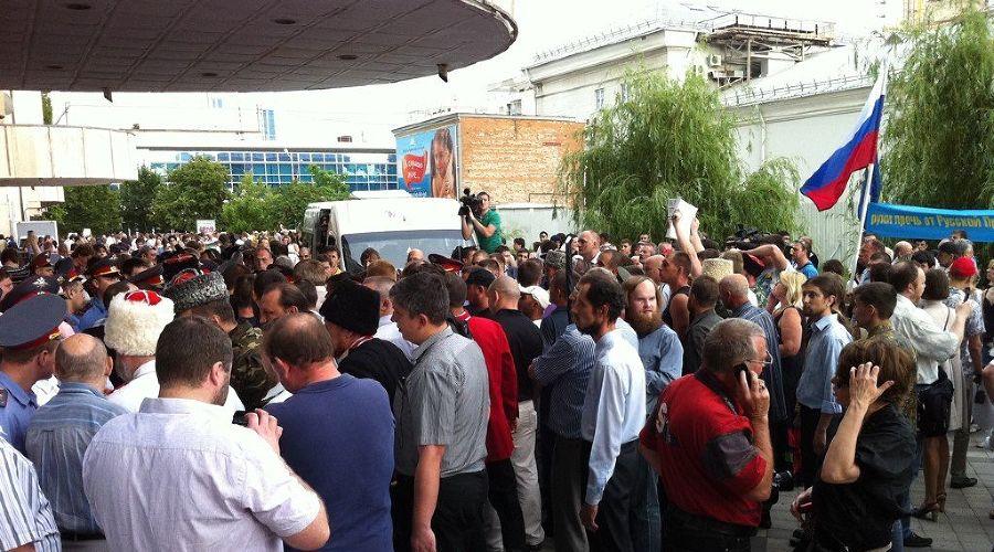 Акция протеста против Гельмана в Краснодаре ©Фото Юга.ру