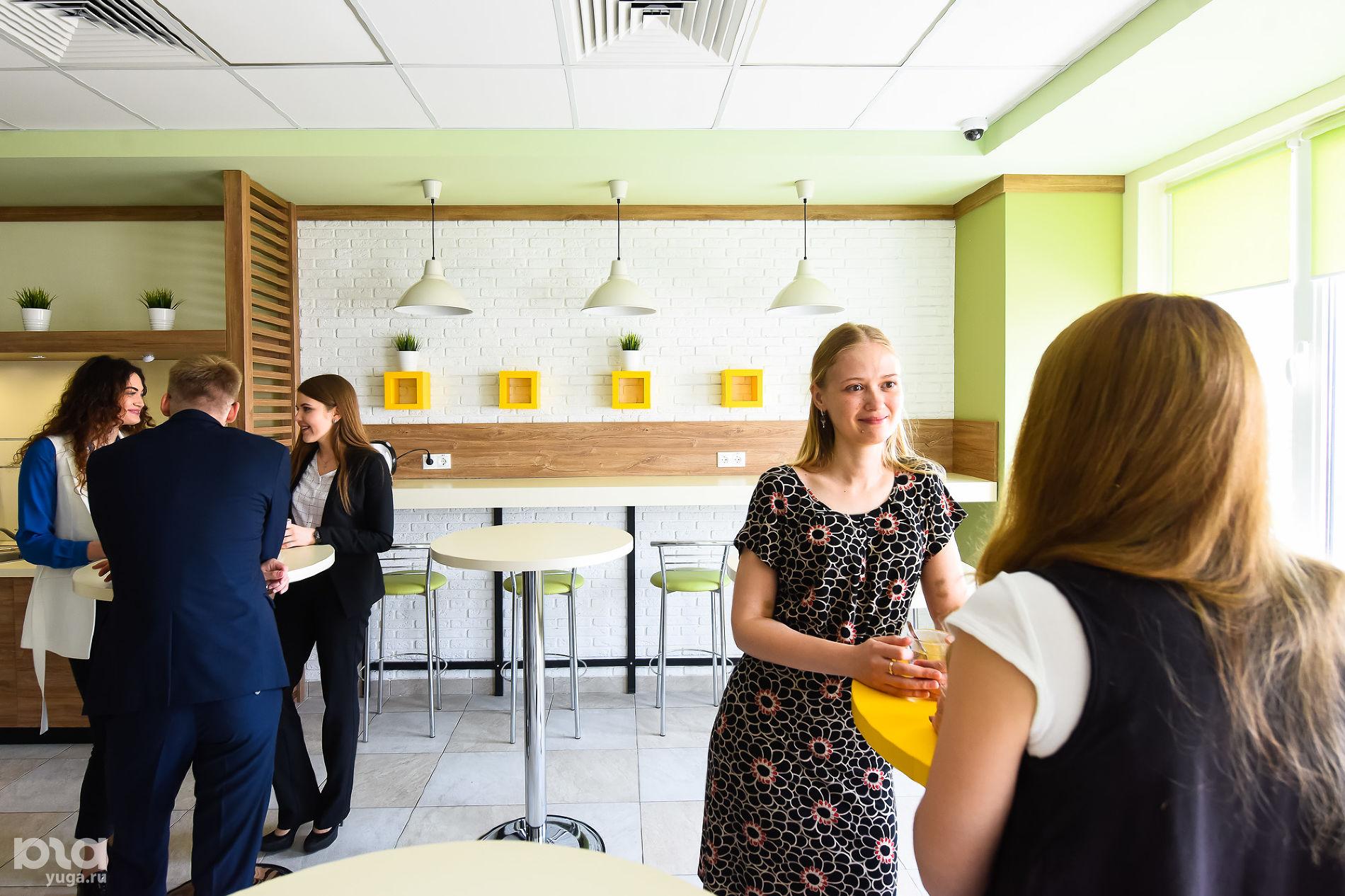 Головной офис компании «Магнит». Кофейни ©Фото Елены Синеок, Юга.ру