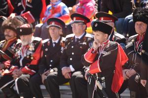 Парад казаков в Краснодаре ©Елена Синеок, ЮГА.ру