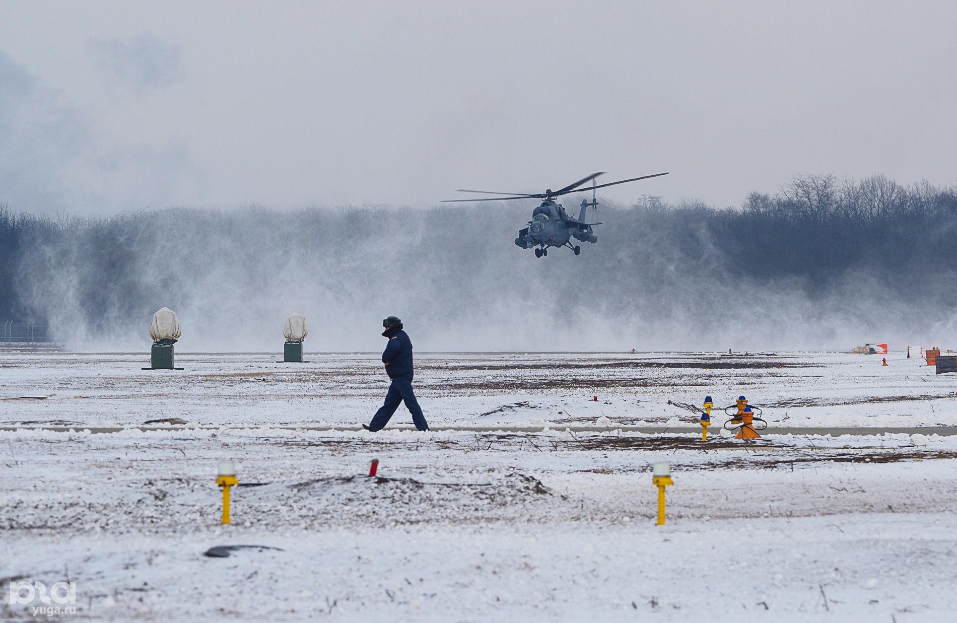 Вертолет Ми-28Н заходит на посадку ©Виталий Тимкив, Юга.ру