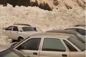 Сход лавины в Азау ©Скриншот из видео из аккаунта instagram.com/snow_elbrus