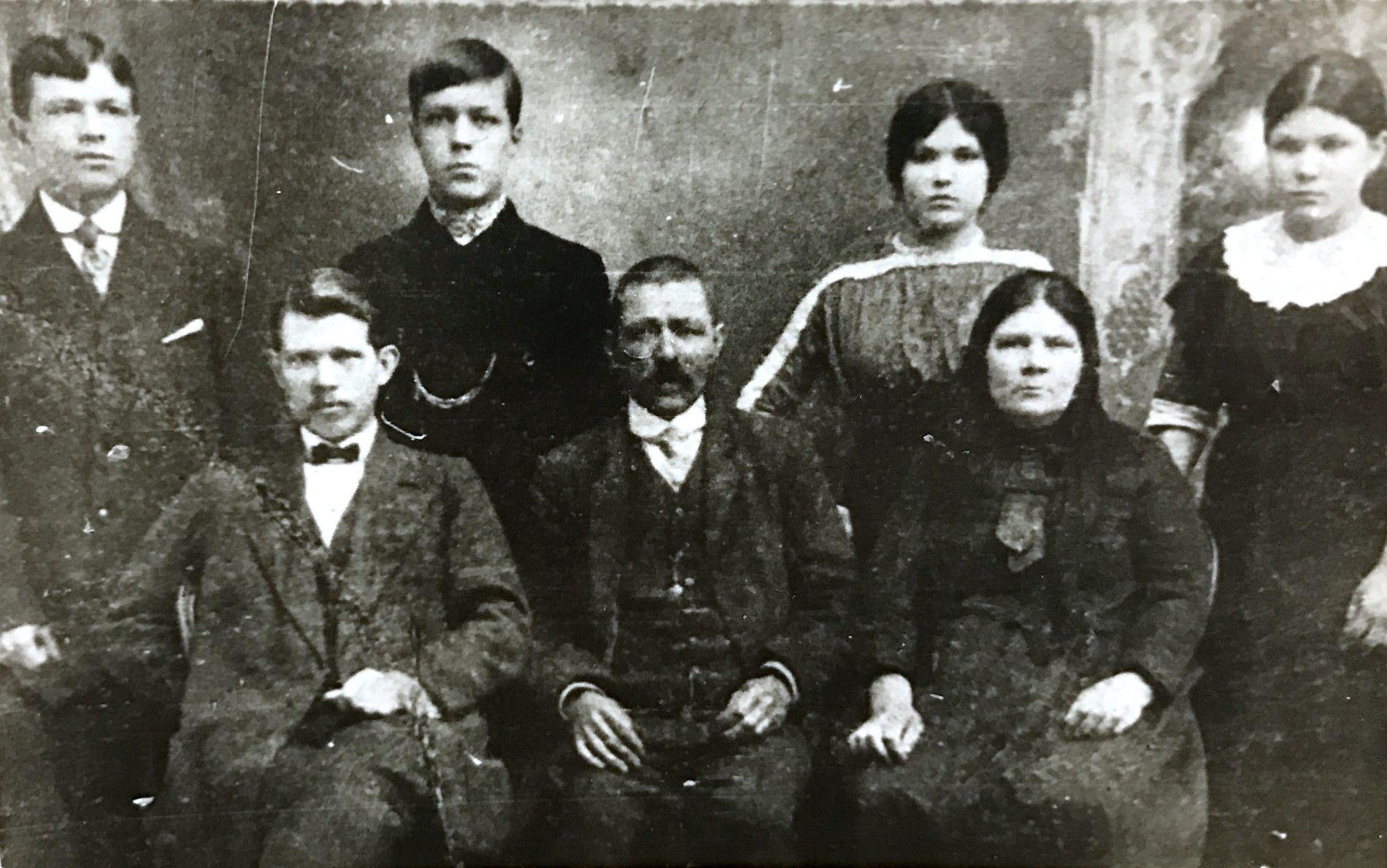 Митрофан Седин с семьей