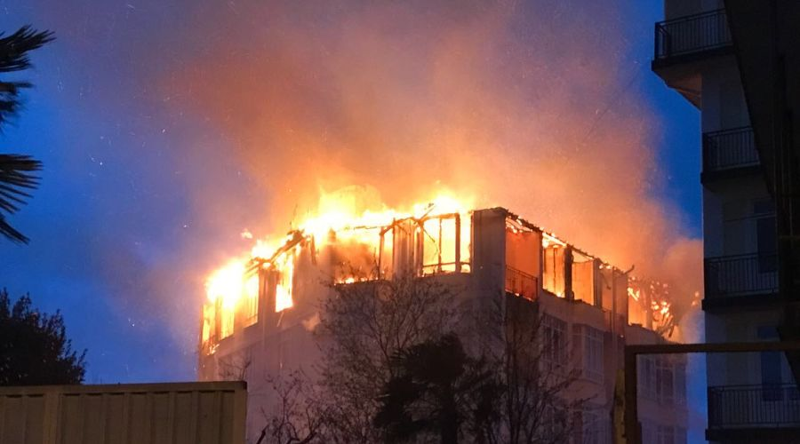 Пожар в Сочи ©Фото «Сочи Онлайн»