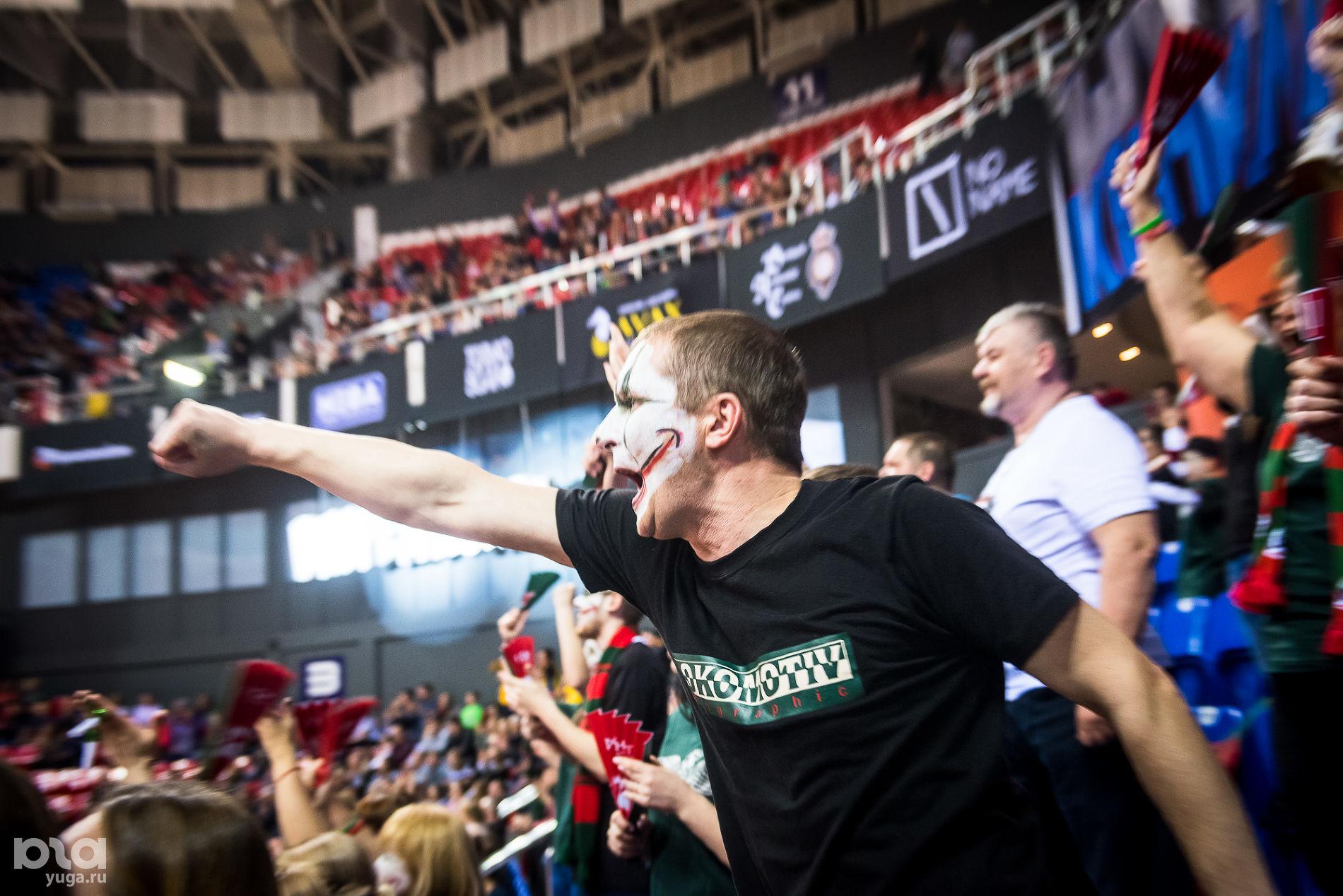 Фанатский сектор «Локо» ©Фото Елены Синеок, Юга.ру