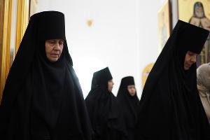 Сестры на службе в женском монастыре в честь иконы Божией Матери «Нерушимая Стена» в Апшеронске ©Фото Виталия Тимкива, Юга.ру